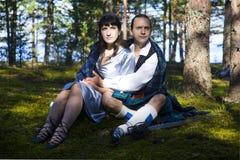 Mujer y hombre en traje escocés Imagenes de archivo