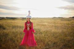 Mujer y hombre hermosos del kazakh en traje nacional Fotografía de archivo