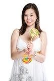 Mujer y lollipops asiáticos hermosos Fotos de archivo libres de regalías