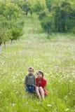 Mujer y muchacho en prado Imagenes de archivo