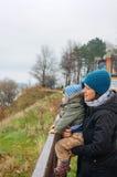 Mujer y niño Fotografía de archivo libre de regalías