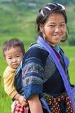 Mujer y niño de Hmong Imágenes de archivo libres de regalías