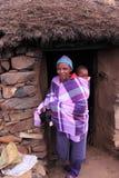 Mujer y niño tradicionales de Lesotho Fotografía de archivo libre de regalías