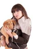 Mujer y pequeño perro Imagen de archivo