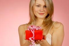 Mujer y regalos Imagen de archivo