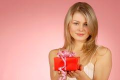 Mujer y regalos Imagenes de archivo
