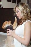 Mujer y su perro Fotografía de archivo