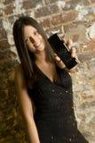 Mujer y teléfono celular triguenos Fotos de archivo libres de regalías