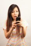 Mujer y teléfono móvil Imagen de archivo libre de regalías