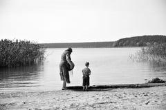 Mujer y un niño Imagenes de archivo