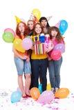 Mujeres alegres con los regalos y los globos Imagen de archivo