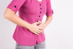 Mujeres asiáticas con dolor abdominal Imagen de archivo libre de regalías