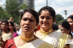 Mujeres asiáticas en un carnaval Imagen de archivo libre de regalías