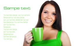 Mujeres bastante jovenes con la taza de té imagen de archivo
