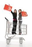 Mujeres bonitas en carro de compras Foto de archivo libre de regalías