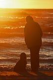 mujeres con el perro Foto de archivo libre de regalías