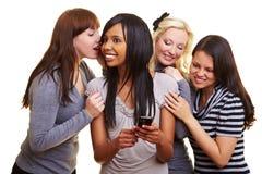 Mujeres con hablar del teléfono celular Imagen de archivo libre de regalías