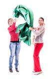 Mujeres con la seda verde Imagen de archivo