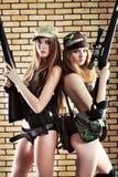 Mujeres con los armas Fotos de archivo libres de regalías