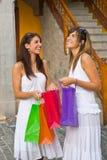 Mujeres con los bolsos de compras Fotografía de archivo libre de regalías