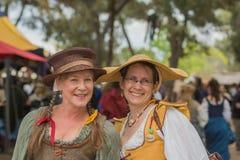 Mujeres con los trajes medievales Imagen de archivo libre de regalías