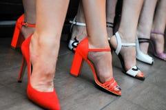 Mujeres con los zapatos de la oficina fotografía de archivo