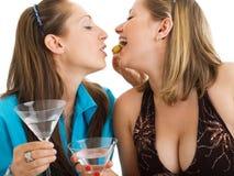 Mujeres con Martini Foto de archivo libre de regalías
