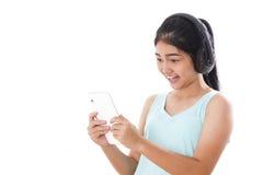mujeres con PC y los auriculares de la tableta Fotografía de archivo