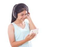 mujeres con PC y los auriculares de la tableta Fotos de archivo