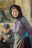 Mujeres de la minoría étnica en el mercado Fotos de archivo