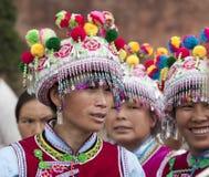 Mujeres de la minoría de Yi en ropa tradicional Imagen de archivo libre de regalías