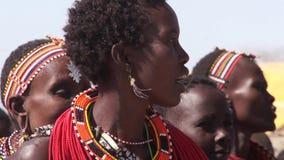 Mujeres de las tribus de Samburu que cantan almacen de metraje de vídeo
