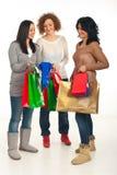 Mujeres de los compradores que tienen conversación fotos de archivo