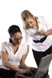 Mujeres de negocios con la computadora portátil imagen de archivo libre de regalías