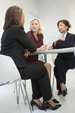 Mujeres de negocios en la reunión Fotografía de archivo