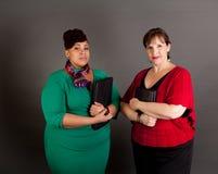 Mujeres de negocios maduras confiadas del tamaño extra grande Imágenes de archivo libres de regalías