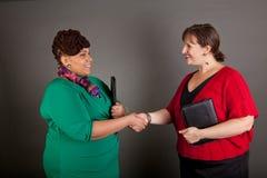 Mujeres de negocios maduras confiadas del tamaño extra grande Fotos de archivo