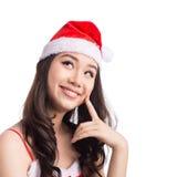 Mujeres de Santa con los bolsos Belleza Girl modelo asiático en Santa Hat Thinking S Fotografía de archivo