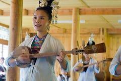 Mujeres del cantante de Dong en el pueblo de Zhaoxing Imagen de archivo libre de regalías