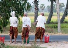 Mujeres del Khmer con el vestido tradicional en Vietnam meridional Foto de archivo
