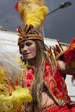 Mujeres en alineada colorida en el carnaval de Notting Hill Imágenes de archivo libres de regalías