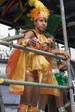 Mujeres en alineada colorida en el carnaval de Notting Hill Fotografía de archivo