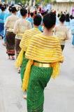 Mujeres en alineada tailandesa tradicional Foto de archivo
