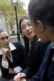 Mujeres en banco Foto de archivo libre de regalías