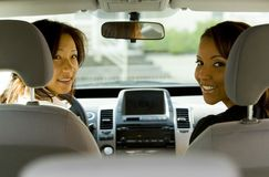 Mujeres en coche imagen de archivo