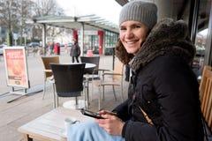 Mujeres en el café Alemania de la calle Fotografía de archivo