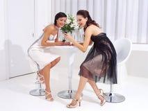 Mujeres en el descanso para tomar café a Imagen de archivo libre de regalías
