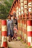 Mujeres en el puente Fotos de archivo libres de regalías