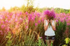 Mujeres en flores Foto de archivo libre de regalías