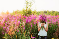 Mujeres en flores Fotografía de archivo libre de regalías